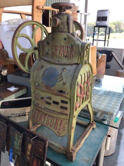 レトロな昔のかき氷機