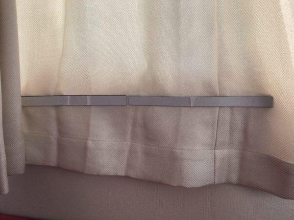 窓に設置した防寒用マグネット