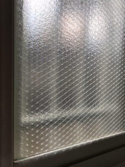 窓に設置した防寒対策