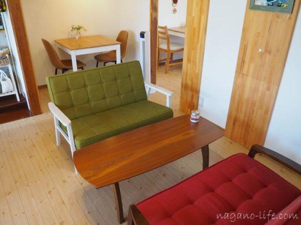 喫茶en 豊丘村 I階のソファー席