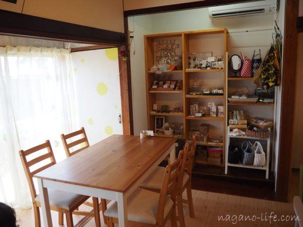 喫茶en 豊丘村 I階の4人席窓側