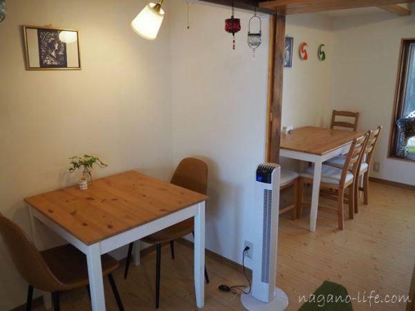 喫茶en 豊丘村 I階のテーブル席
