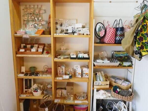 喫茶en 豊丘村 I階の物販コーナー