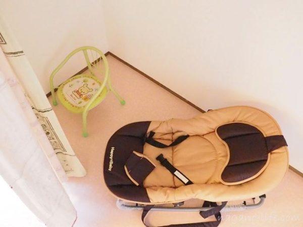 喫茶en 豊丘村 2階の部屋 子ども用椅子 バウンサー