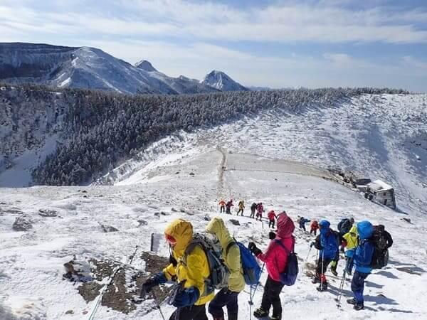 根石岳山荘と八ヶ岳尾根歩きの様子