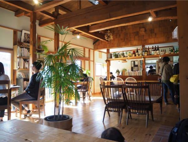 木造の店内 食堂