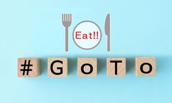 木のブロックで#Go To Eatの文字
